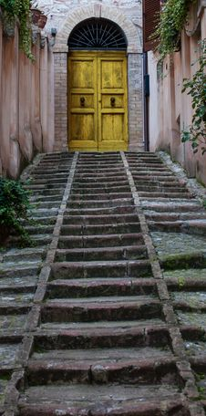 Free Stairs To Door Yellow Royalty Free Stock Images - 34983249