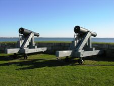 Free A Pair Of Cannons Facing The Sea. Stock Photography - 353802