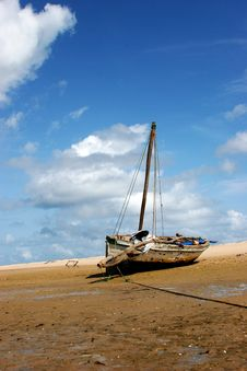Free Boat On The Beach Royalty Free Stock Image - 354056