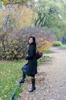 Free Young Woman In A Autumn Park Stock Photography - 3504592