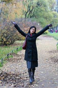 Free Young Woman In A Autumn Park Royalty Free Stock Image - 3504956