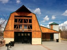 Free Landmark Wooden Country Barn Stock Photo - 3505900