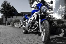 Free Blue Motorcycle Royalty Free Stock Photography - 3508157