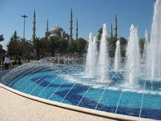 Free Fountain At The Blue Mosque Royalty Free Stock Photos - 35001898
