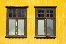 Free Yellow Building And Windows Royalty Free Stock Image - 35006126