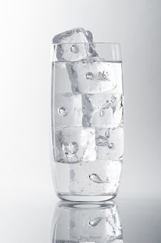 Free Glass Of Water And Ice Royalty Free Stock Photo - 35019355