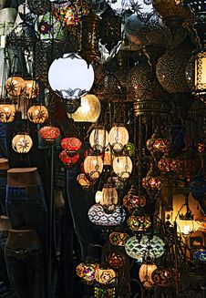 Free Lantern Shop Stock Images - 35048224