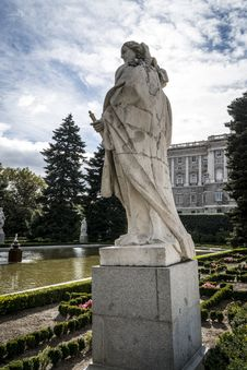 Free Royal Palace Madrid Royalty Free Stock Photography - 35057957