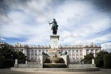 Free Royal Palace Madrid Royalty Free Stock Images - 35058409