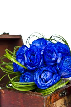 Free Blue Roses Bouquet In Wooden Box Stock Images - 35078484