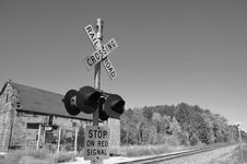 Free Railroad Crossing Signal Royalty Free Stock Images - 35079299
