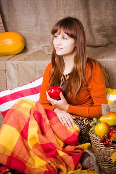 Free Young Pretty Woman Holds An Apple Royalty Free Stock Image - 35090996