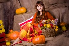Free Young Pretty Woman Sits Royalty Free Stock Photos - 35091108