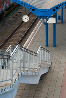 Free Railway Platform Royalty Free Stock Photo - 35097625