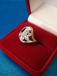 Free Silver Ring In Red Box Stock Photos - 3512323