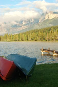 Free Canoes By Lake Royalty Free Stock Photo - 3517405