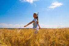 Free Beautiful Little Girl In A Meadow Royalty Free Stock Image - 35102376