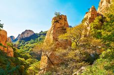 The Autumn Boulders Of Gallery Valley Of Zu Mountain Stock Images