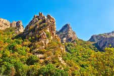 Free The Cliff Peaks Of Zu Mountain Stock Photography - 35107092
