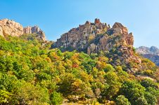 Free The Autumn Forest And Steep Peaks Of Zu Mountain Royalty Free Stock Photos - 35107138