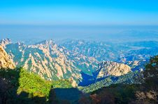Free The Spread The Mountains Of Zu Mountain Stock Photos - 35107303