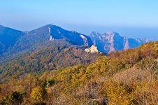 Free The Stratigraphic Ridge Of Autumn Zu Mountain Stock Images - 35107374