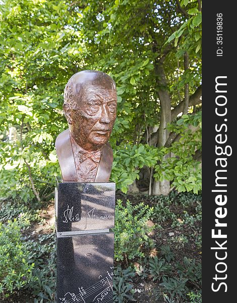 Bust in montreux