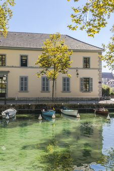 Free River In Annecy Royalty Free Stock Image - 35132286