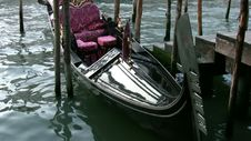 Free The Gondola Is Waiting For You! Royalty Free Stock Photos - 35143358