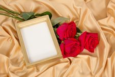 Free Empty Photoframe With A Bouquet Of Red Roses Stock Images - 35145114