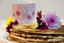 Free Flowers On Pancakes Royalty Free Stock Photo - 35150125