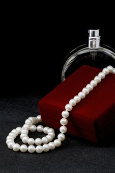 Free Pearl Necklace Stock Images - 35154744