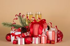 Free Gift Boxes, Christmas Toys, Pine Cones, Serpentine Stock Images - 35155944