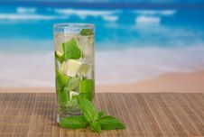 Free Mojito On See Background Royalty Free Stock Images - 35158999