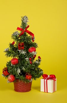 Free Small Fir-tree In A Pot With Toys And Gifts Royalty Free Stock Photos - 35159418