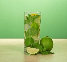 Free Glass Of A Mojito, Spearmint Leaf And Juicy Lime Royalty Free Stock Image - 35162386
