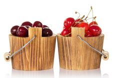Buckets With Red And Pink Sweet Cherrys Royalty Free Stock Photos