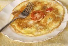 Free Fried Egg Omlet With Tomato Stock Photos - 35167893