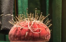 Free Tailors S Pin Cushion Royalty Free Stock Image - 35171606