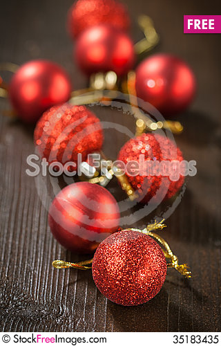 Free Red Christmas Balls Royalty Free Stock Photo - 35183435