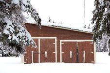 Free A Brown Shed In The Snow Royalty Free Stock Photo - 35189435