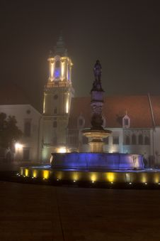 Free Bratislova Misty Fountain Royalty Free Stock Photos - 35189728