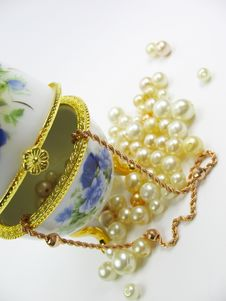 Box With Pearl & Gold Stock Photos
