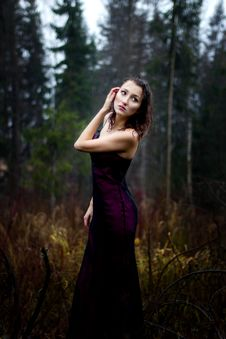 Free Dark Portrait Of Woman Under Rain Royalty Free Stock Photos - 35202298