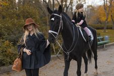 Free Happy Family With Black Horse Stock Photography - 35206522