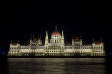 Free Illuminated Budapest Parliament, Hungary Royalty Free Stock Photos - 35208318
