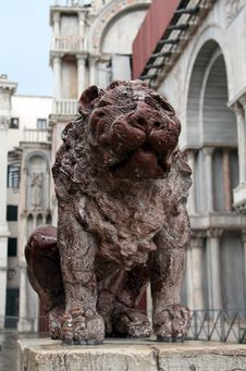 Free Stone Lion In Piazza San Marco Royalty Free Stock Images - 35212179