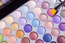 Free Open Compact Of Colourful Eye Shadow Royalty Free Stock Image - 35212226