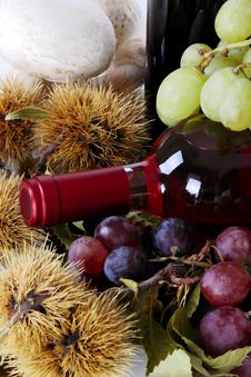 Rose Wine With Grapes And Chestnuts Royalty Free Stock Photos