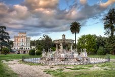 Free Villa Panphili, Roman Garden Royalty Free Stock Photo - 35230675